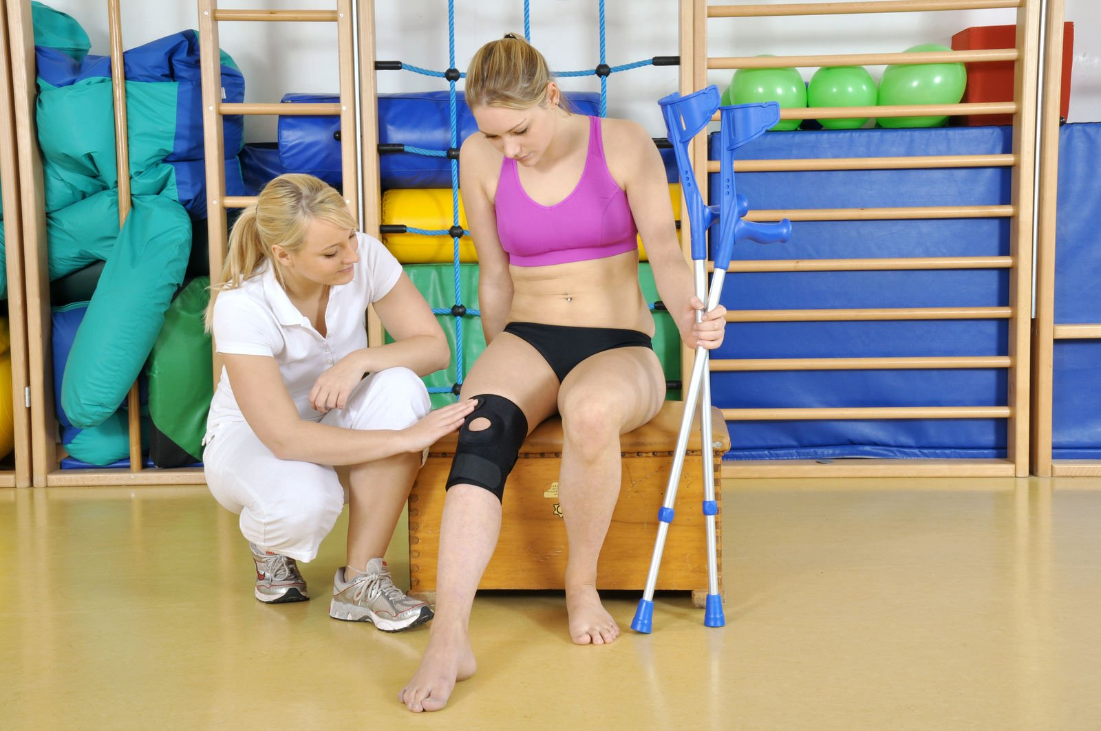 Can a personal trainer work in a hospital?